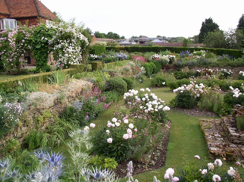 Top Lawn & Rose Garden 2019